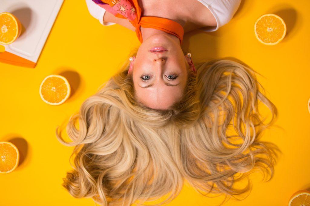 llman C-vitamiinia elimistömme ei voi tuottaa hiuksille elintärkeää kollageenia, joka on elimistömme luonnollinen proteiini ja rakennusaine.